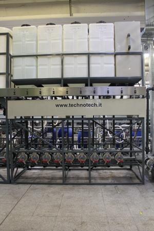 Parco serbatoi  da 200 litri e batteria di pompe per il carico dei Prodotti